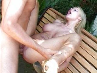 Транссексуала на скамейке