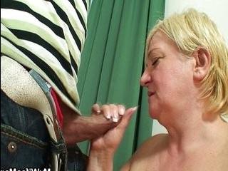 Порно теща маструбируэт зятю в транспорте обшого пользувания