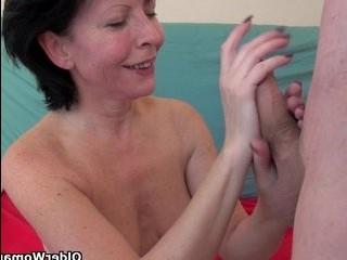 Женщина трансвистит монашка свой член