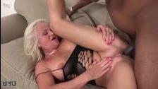 Порно видео зрелых трансов с большими жопами и сиськами