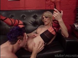 Транс блондин панк ебет