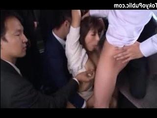 Смотреть порно онлайн трахнули толпой японку в транспорте