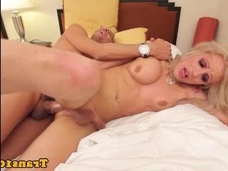 Блондинка транс жопа