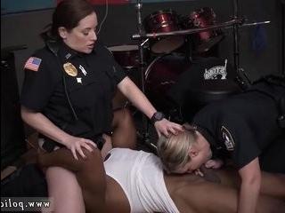 Смотреть порно трансвестит дрочат с девушками