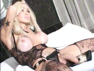 Блондинка трансвестит faebeola
