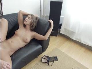 Смотреть порно с страпоном и извращениями с трансами