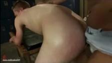 Черный трансвестит ебет