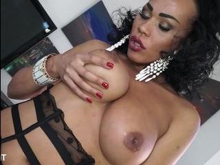 Graziella трансвестит порно онлайн