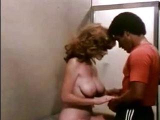 Бесплатное порно трансвестит с тёлкой