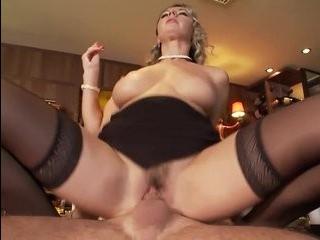 Порно трансики блондинки в чулках