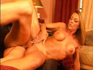 Смотреть секс с молодым шимейлом