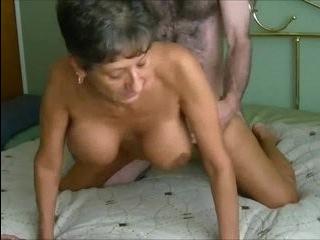 Грудастый трансексуал бабули