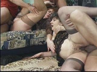 Смотреть порно двух трех трансвиститов