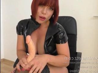 Трансвестит в латексе порно
